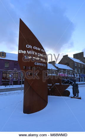 Tribute to Jute Mill Women with snow Lochee Dundee Scotland  March 2018 - Stock Photo