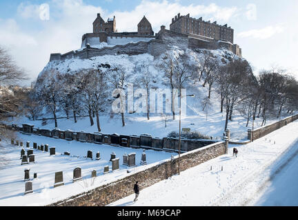 Edinburgh Castle under a blanket of snow after the 'Beast from the East  snow storm' hit the east cost of Scotland. - Stock Photo