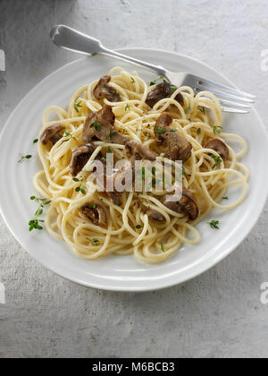 Sauteed wiild organic Pied Bleu Mushrooms (Clitocybe nuda) or Blue Foot mushrooms cooked in butter with spaghetti - Stock Photo