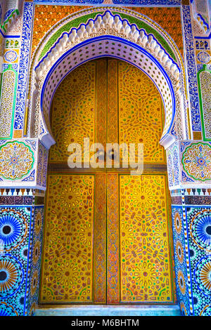 Colourful pattern door - Beautiful architecture in ihe Medina (Fez el Bali), Fez, Morocco - Stock Photo