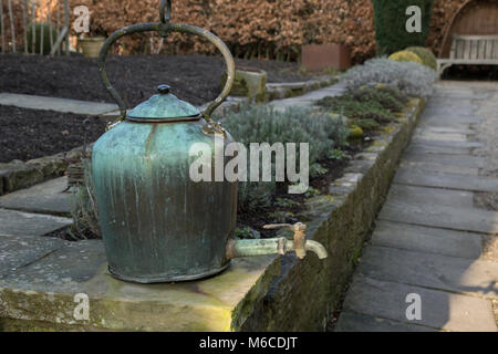 A kettle water feature in York Gate Garden, Adel, Leeds - Stock Photo