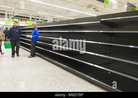 Blyth/Northumberland, UK, 02nd March 2017. Supermarket stocks run low as heavy snows prevent deliveries resulting - Stock Photo