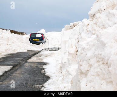 East Lothian, Scotland, United Kingdom, 3rd March 2018. UK Weather: Local roads are starting to be cleared, but - Stock Photo