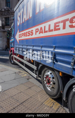 Lorry truck HGV taking a tight turn and driving over the pavement at Bank junction in London - Stock Photo
