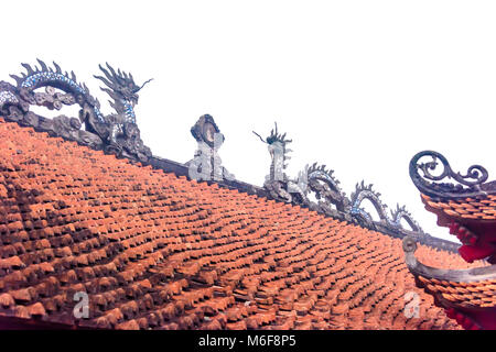 Stone dragons on the roof of the Confucious temple, Văn Miếu Quốc Tử Giám (Temple of Literature) in Hanoi, Vietnam - Stock Photo