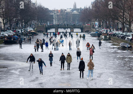 Amsterdam, The Netherlands 3rd March 2018: As temperatures plumet throughout Europe, Amsterdamers take to their - Stock Photo