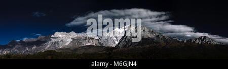 Yulong Snow Mountain, Lijiang, Yunnan province, China - Stock Photo