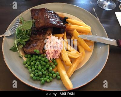 lunch at the rising sun hotel Cheltenham 4/3/18 - Stock Photo