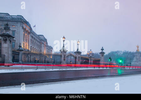 Buckingham Palace in the snow - Stock Photo