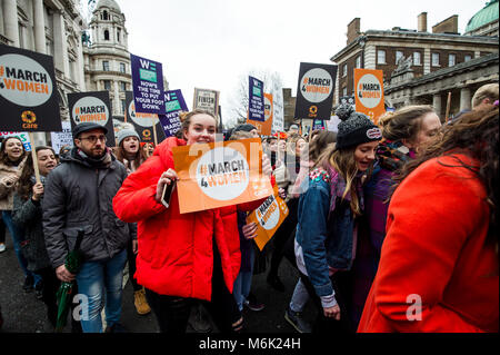 London, UK. 4th Mar, 2018. Participants seen during the march.London celebrates the march of women for the international - Stock Photo
