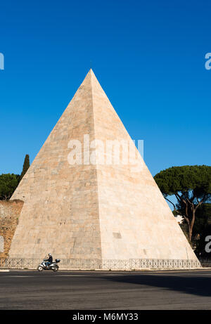 The Pyramid of Cestius is an ancient pyramid in Rome, Italy, near the Porta San Paolo and the Protestant Cemetery. - Stock Photo