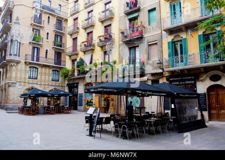 Restaurant terraces, Placa de les Olles, El Born, La Ribera, Barcelona, Catalonia, Spain - Stock Photo