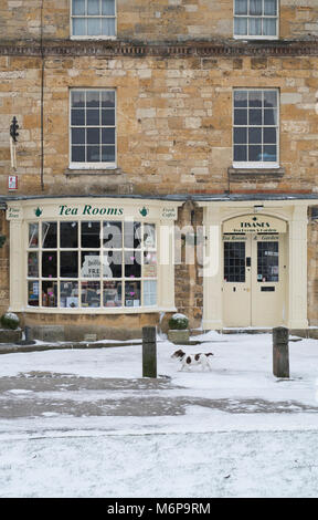 Tisanes, Tea Rooms in the winter snow. Broadway, Cotswolds, Worchestershire, England - Stock Photo