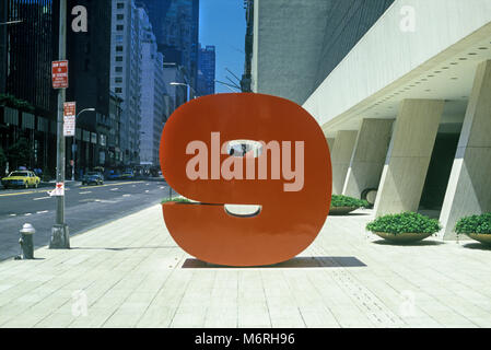 1987 HISTORICAL RED NUMBER NINE SCULPTURE (©IVAN CHERMAYEFF 1974) WEST FIFTY SEVENTH STREET MIDTOWN MANHATTAN NEW - Stock Photo