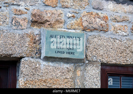 A small terraced house with plaque, the former home of Alfred Wallis, artist and mariner, is now a holiday cottage - Stock Photo
