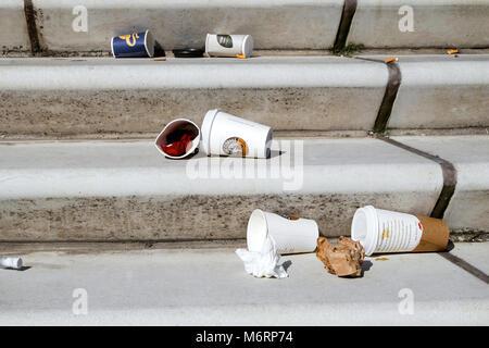 Coffee to go in der Wegwerfgesellschaft - Stock Photo