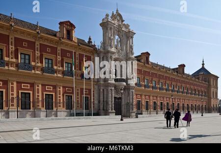 Sevilla, San-Telmo-Palast. Palast San Telmo. Fassade von 1757. - Stock Photo