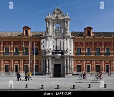 Sevilla, San-Telmo-Palast. Palast San Telmo Westfassade Ausschnitt mit Hauptportal. Fassade von 1757 - Stock Photo