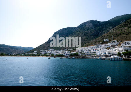 View of Kamares, Sifnos, Cyclades, Greece.  This whitewashed village is the main port for ferries arriving and departing - Stock Photo