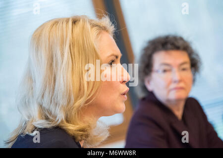 22 Febuary 2018, Germany, Schwerin: Prime Minister of Mecklenburg-Western Pomerania, Manuela Schwesig (L) of the - Stock Photo