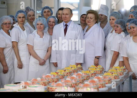 Samara, Russia. 07th Mar, 2018. SAMARA, RUSSIA - MARCH 7, 2018: Russia's President Vladimir Putin (C) visits the - Stock Photo