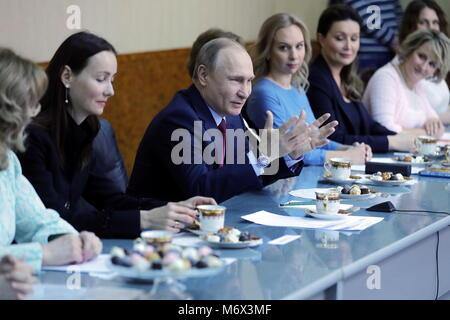 Samara, Russia. 07th Mar, 2018. SAMARA, RUSSIA - MARCH 7, 2018: Russia's President Vladimir Putin meets with businesswomen - Stock Photo