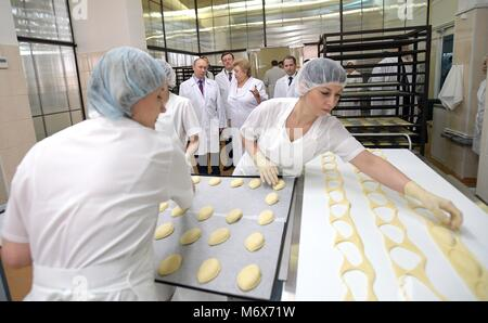 Samara, Russia. 07th Mar, 2018. Russian President Vladimir Putin tours the Samara bakery and confectionery complex - Stock Photo