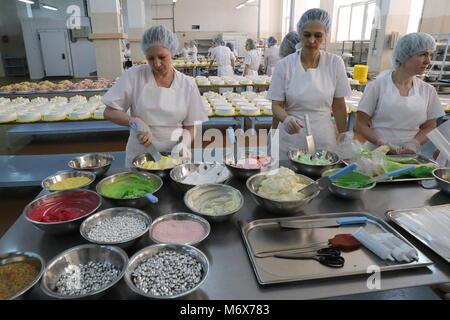 Samara, Russia. 07th Mar, 2018. SAMARA, RUSSIA - MARCH 7, 2018: Employees cook cakes at the Samara baked goods and - Stock Photo