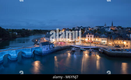 Pont Neuf and the Port de St Goustan at night, Auray, Morbihan, Bretagne, France - Stock Photo