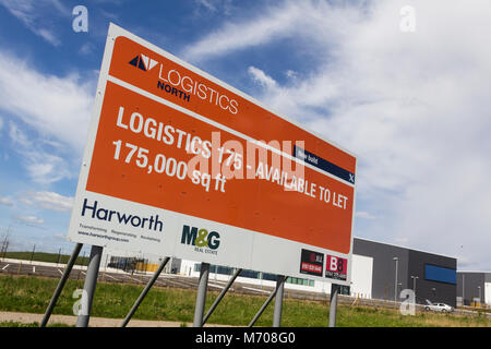 Newly built distribution warehouse business factory unit to let at Logistics North, Bolton, unoccupied and waiting - Stock Photo