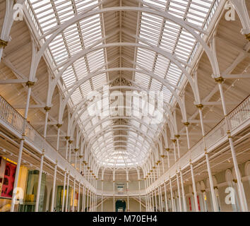 Glass ceiling and tiered balcony metal structure of Victorian Grand Gallery, National Museum of Scotland, Chambers - Stock Photo