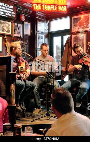 Traditional Irish music session, The Temple Bar pub, Temple Bar, Dublin, Ireland - Stock Photo