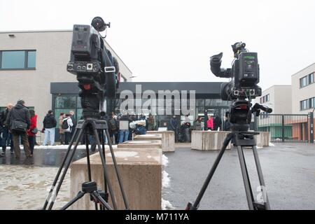 07 March 2018, Germany, Dresden: Journalists stand in front of the prison. Exactly one year after the beginning - Stock Photo