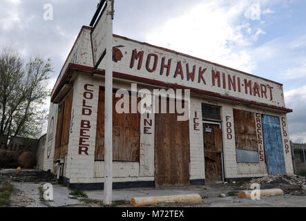 The boarded-up Mohawk Mini-Mart store and gas station sits along old Route 66 in the Mojave Desert community of - Stock Photo