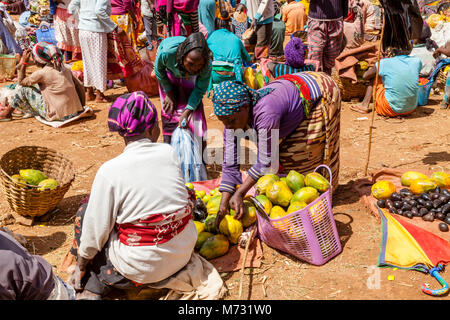 The Famous Saturday Market At The Dorze Village Of Chencha, High Up In The Guge Mountains, Gamo Gofa Zone, Ethiopia - Stock Photo