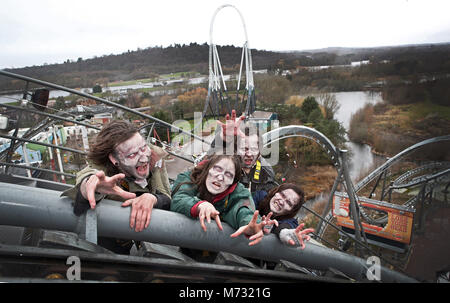 *** EMBARGOED TO 0001 Tuesday February 6 *** Scare actor candidates are auditioned at 127 feet in the air on The - Stock Photo