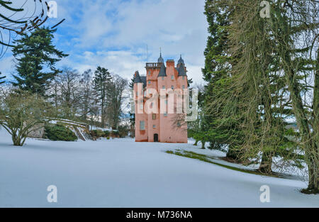 CRAIGIEVAR CASTLE ABERDEENSHIRE SCOTLAND SURROUNDED BY DEEP WINTER SNOW AND EVERGREEN PINE TREES - Stock Photo