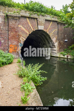 Western portal of the 878-metre Islington Tunnel (1818) under Pentonville Hill, on Regent's Canal, Islingon, London, - Stock Photo