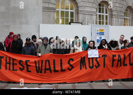 Yarlswood, Manchester. 8th Mar, 2018. A banner which reads 'These walls must fall' is held up on International Women's - Stock Photo