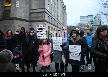 Yarlswood, Manchester. 8th Mar, 2018. On International Women's Day a vigil takes place to show support for men and - Stock Photo
