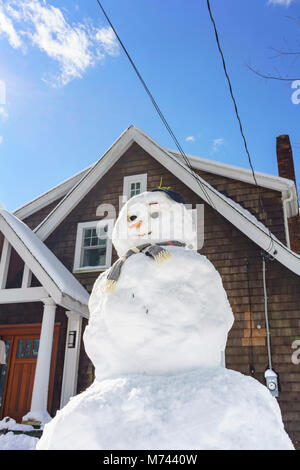 Chappaqua, NY, USA, 8th March 2018. Perfect weather to build a snowman as the biggest snowstorm in years buries - Stock Photo