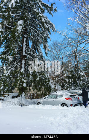 Chappaqua, NY, USA, 8th March 2018. Digging out from the biggest snowstorm in years which buried the suburban Westchester - Stock Photo