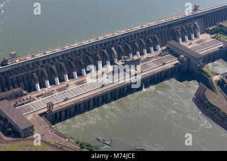 Itaipu hydroelectric power plant built by Paraguay & Brazil on Prana river 2nd largest in world, UN Climate change - Stock Photo