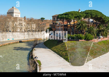 In the middle of Rome's Tiber River is the small island Isola Tiberina. Fatebenefratelli Hospital on western side. - Stock Photo