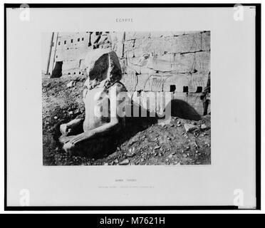 Karnak (Thèbes) - troisième pylône - colosse de spath calcaire, en D - Félix Teynard. LCCN2001695308 - Stock Photo
