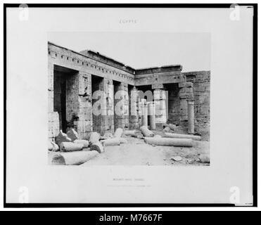 Médînet-Abou (Thèbes) - constructions postérieures - deuxième cour - Félix Teynard. LCCN2001695281 - Stock Photo