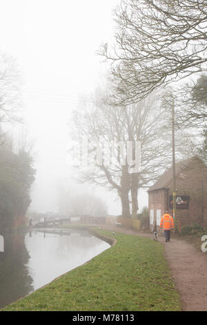 Kidderminster, UK. 9th March, 2018. UK weather: Worcestershire is hit by heavy fog causing low visibility. Some - Stock Photo