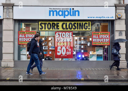London, UK.  9 March 2018.  Discount signs have been hung on the windows of the Maplin electrical store on Tottenham - Stock Photo