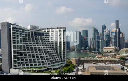The Mandarin Oriental hotel in Marina bay, Singapore. - Stock Photo