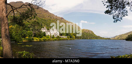 Kylemore Abbey, County Galway, Republic of Ireland. Eire.  This Benedictine monastery stands just outside the Connemara - Stock Photo